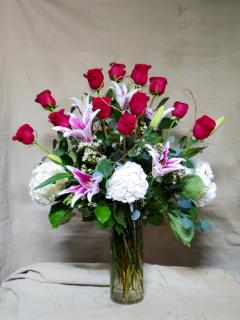 1 Dozen Roses, lilies and hydrangeas